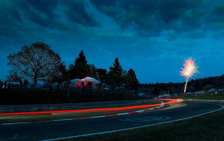 Nachtaufnahme der Nordschleife Eifel